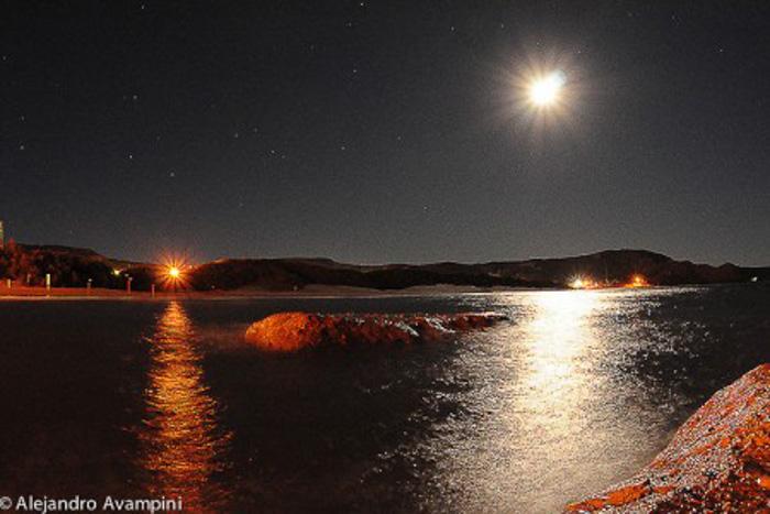Puerto Piramides à noite