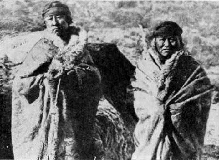 tehuelches protegidos por piel de guanaco en pagagnia